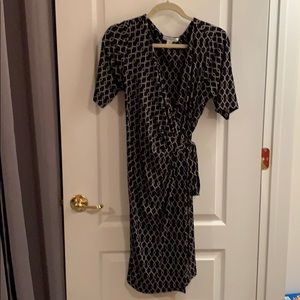 Black and white design wrap maternity dress